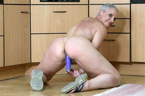 chubby old grannies jpg 901x600